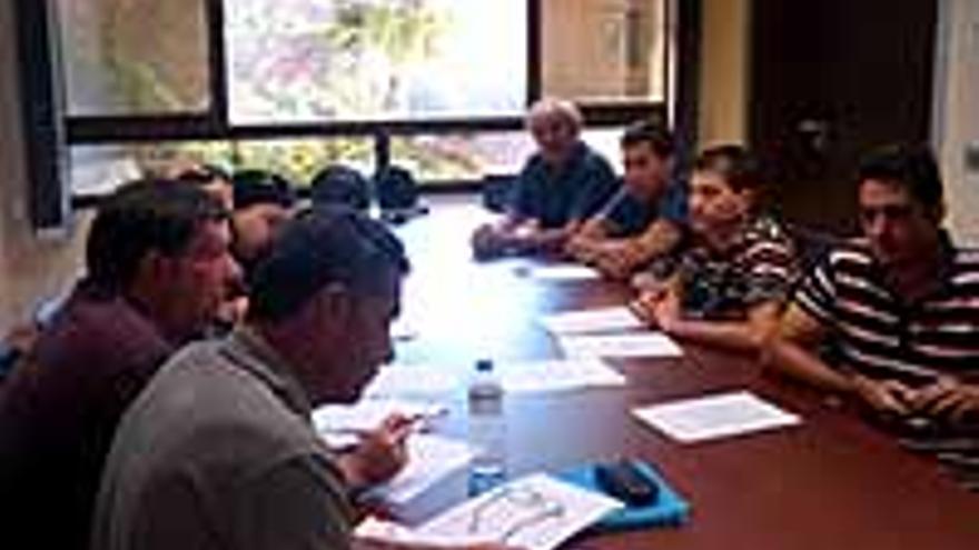 La junta de personal de Santa Cruz, reunida este lunes.