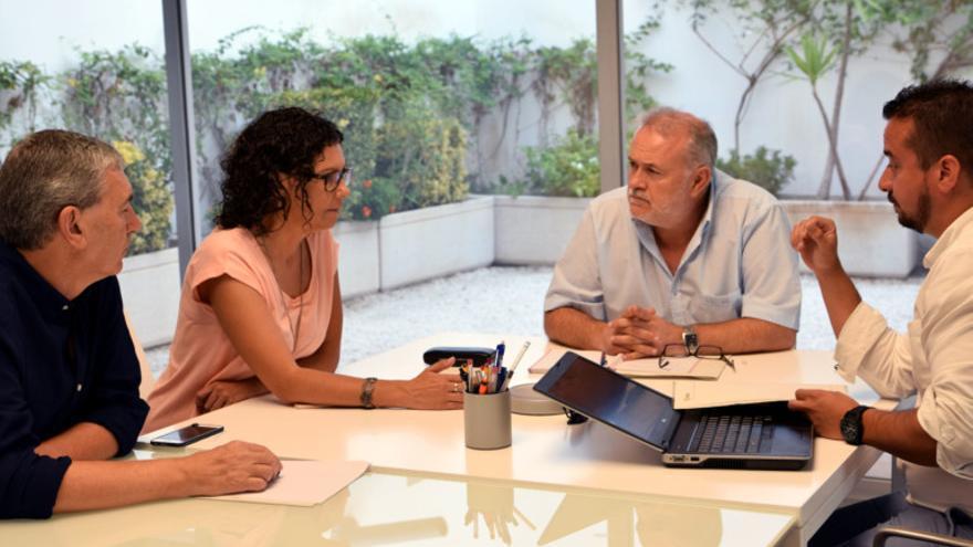 Varios directivos de FGV durante una reunión con la alcaldesa de Paiporta