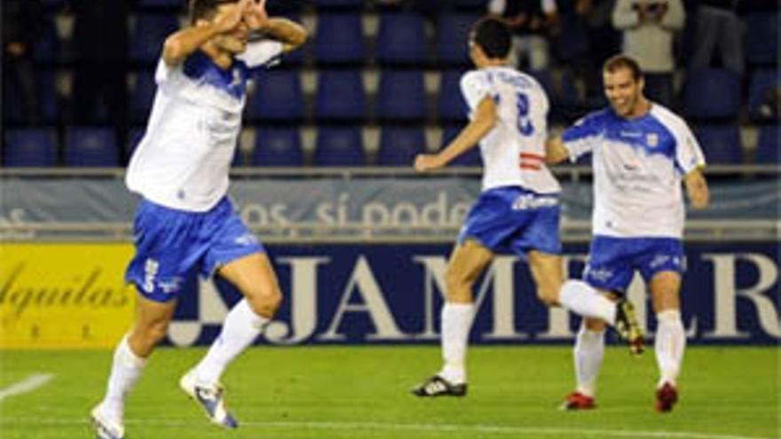 El Tenerife celebra uno de los goles.