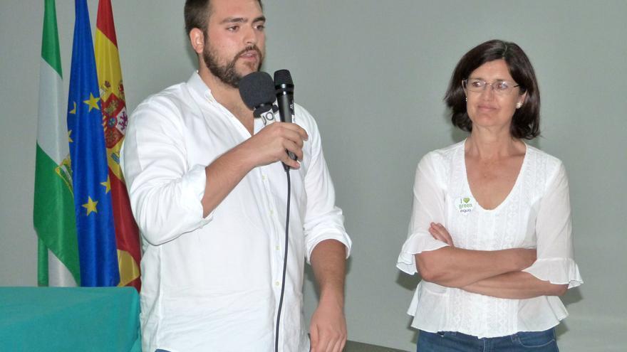 Los coportavoces de Equo Andalucía, Francisco Sánchez y Carmen Molina, durante la clausura de la conferencia