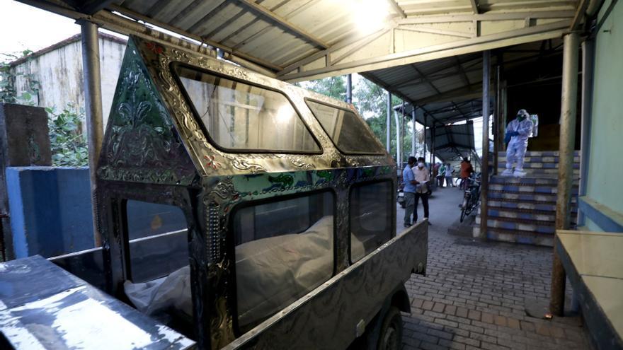 La India registra más de 4.000 muertos y 360.000 contagios diarios por covid
