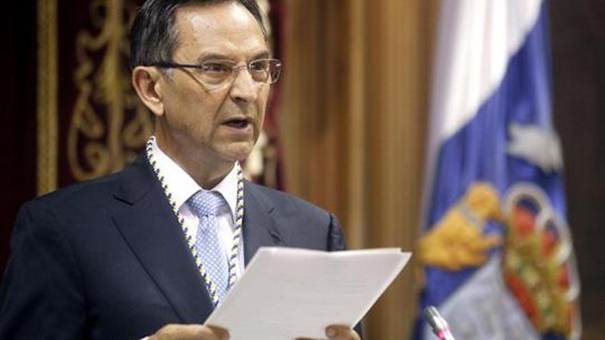 Antonio Castro, durante su intervención en el acto con el que la Cámara regional ha celebrado hoy el 30 aniversario de su constitución (EFE).
