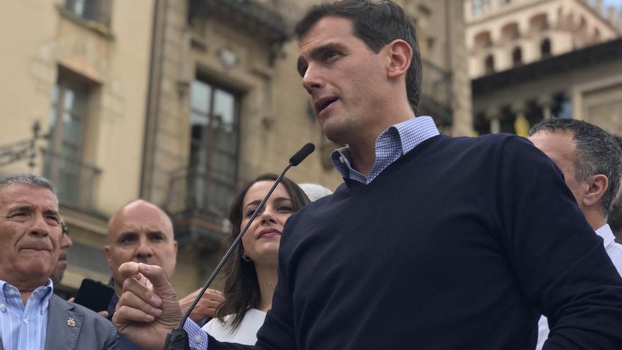 Rivera quiere que los Mossos estén a las órdenes del Ministerio y promete un plus para guardias y policías en Cataluña