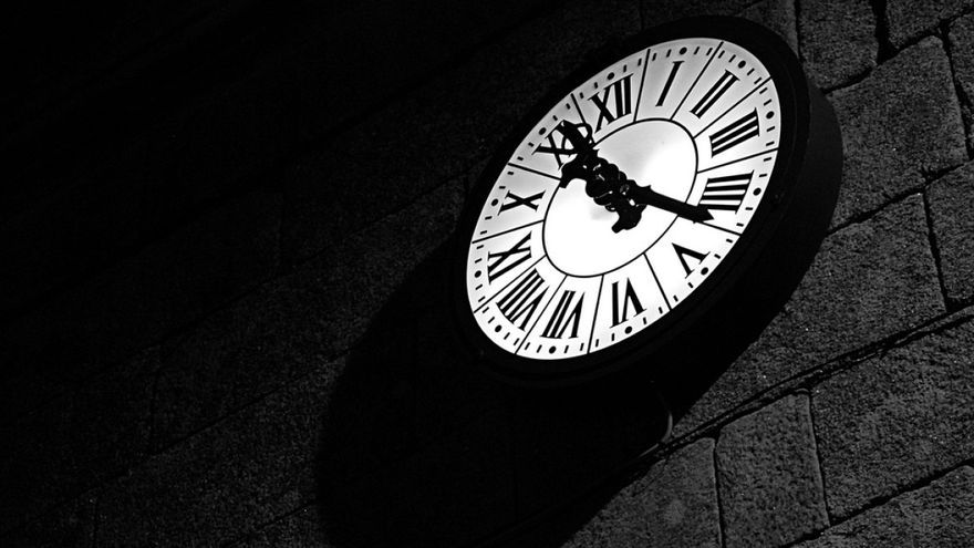 Reloj en una iglesia gallega