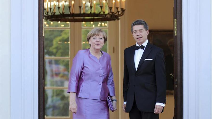 El marido de Merkel lleva a las parejas de los líderes del G20 al centro de investigación del clima