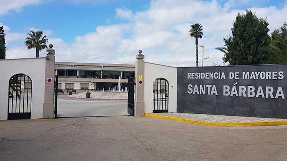 Fachada de la Residencia Santa Bárbara de Peñarroya-Pueblonuevo.