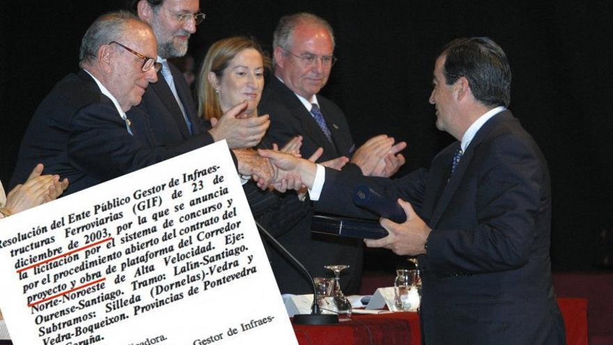 Entrega de la Medalla de Galicia a Álvarez-Cascos tras el hundimiento del 'Prestige' y decisión en el BOE poco después de acelerar el AVE Ourense-Santiago