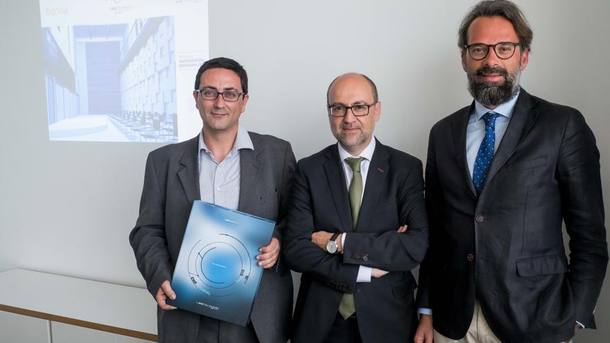 Rafael Navarro, CIO de Innsomnia;  José Manuel García Trany, director corporativo de Negocio de Empresas de Bankia en la Comunidad Valenciana, Murcia y Baleares. y Francisco Estevan, CEO de Innsomnia.