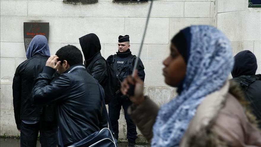 Más de 2.000 registros y 210 arrestos en Francia en el estado de emergencia