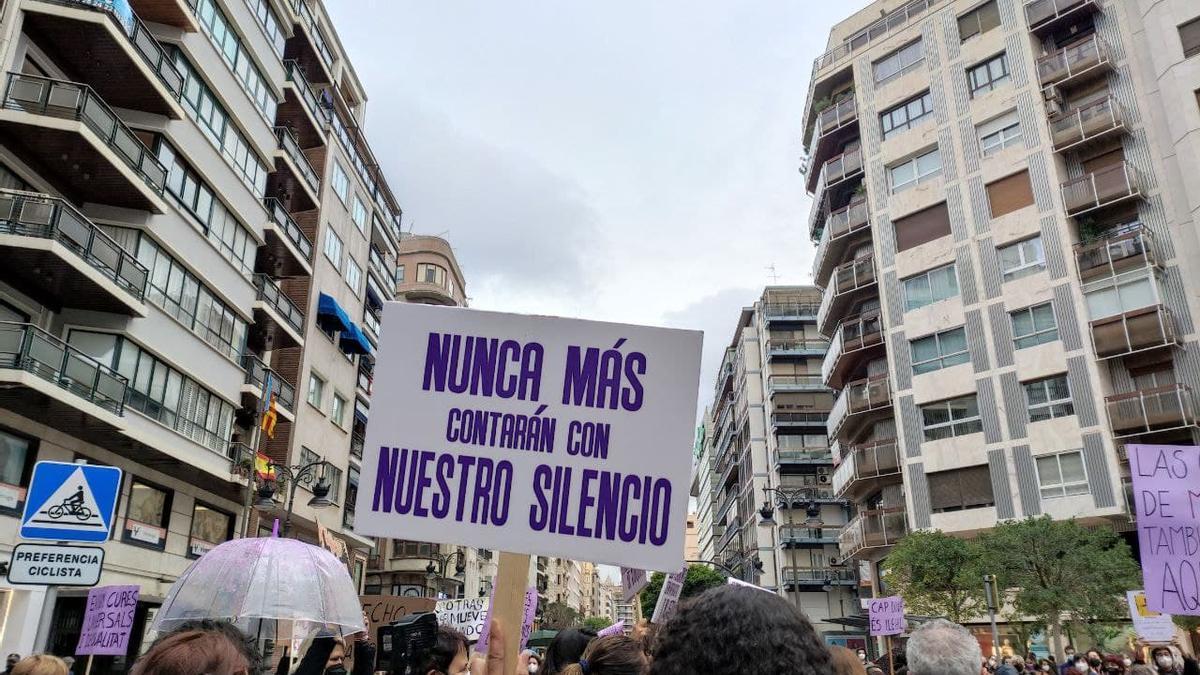 Protesta de la Asamblea Feminista de Valencia en la Calle Colón.