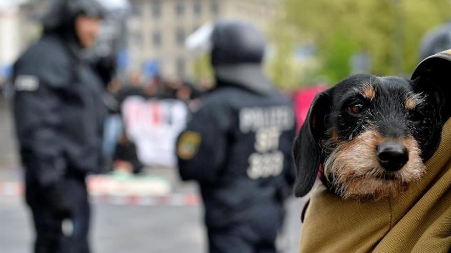 """La policía habla de """"situación tensa"""" de cara a congreso de ultraderechistas"""