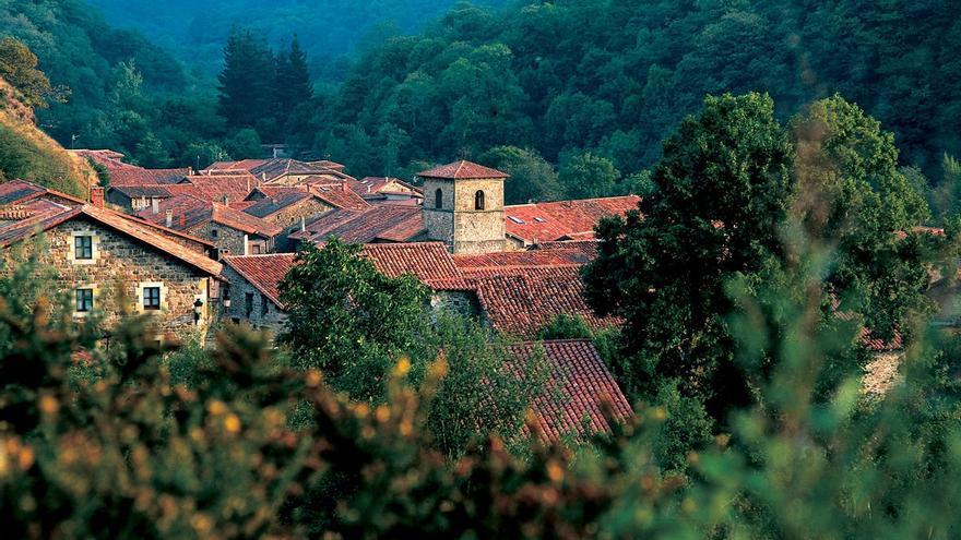 Archivo - El PRC propone que Bárcena Mayor concurra al Premio Pueblo de Cantabria 2021