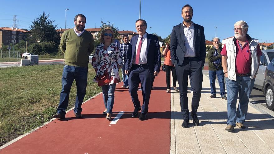 """Ganzo y Duález ya están """"perfectamente comunicados"""" gracias al nuevo vial y la rotonda"""