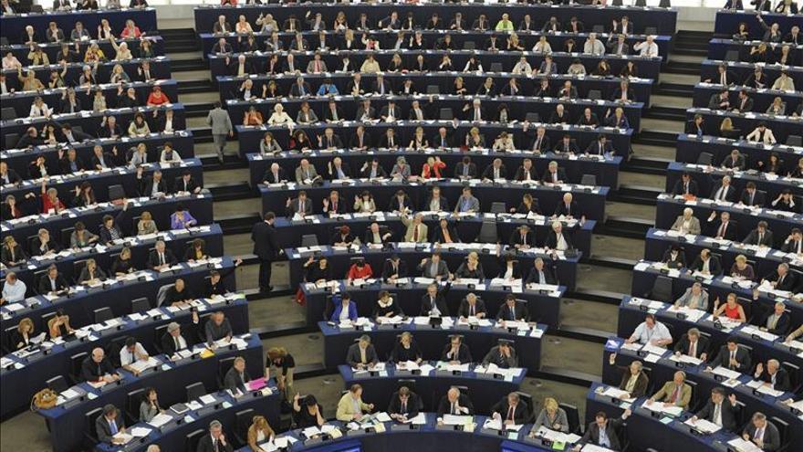 """Eurodiputados abogan por facilitar la migración legal de """"cerebros"""" extranjeros"""