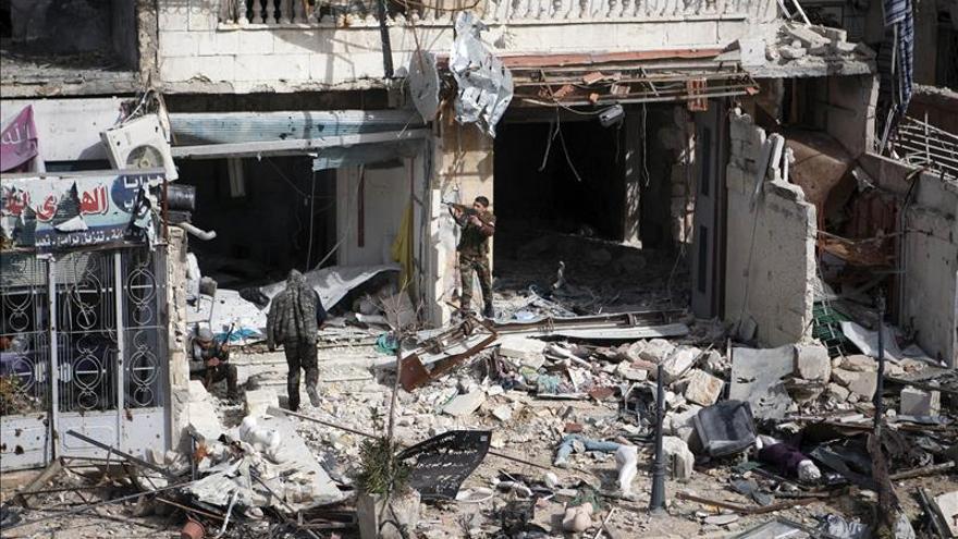 Al menos 10 muertos en un bombardeo del régimen sirio en una ciudad en poder del EI