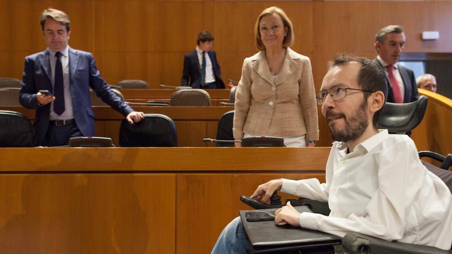Pablo Echenique en la constitución de la Mesa de las Cortes