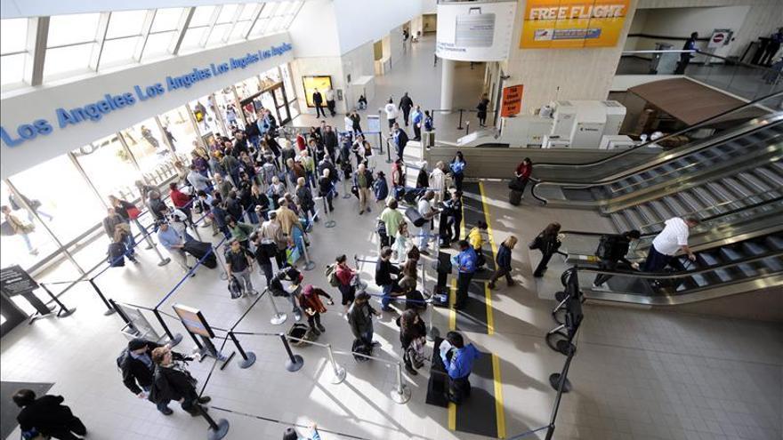 Evacúan el aeropuerto de Los Ángeles tras un tiroteo