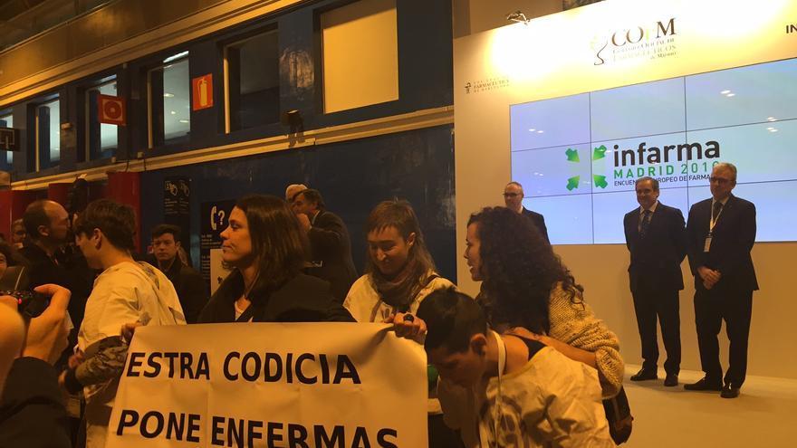 Momento de la protesta en el Encuentro Europeo de Farmacia / MB