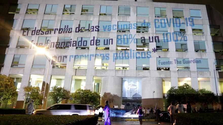 Llaman a farmacéuticas a liberar patentes de vacunas anticovid en México