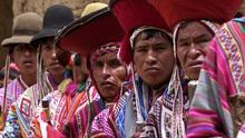 Foto de archivo del 15 de febrero de 2006 de pobladores quechuablantes de Ollantaytambo, Cusco.