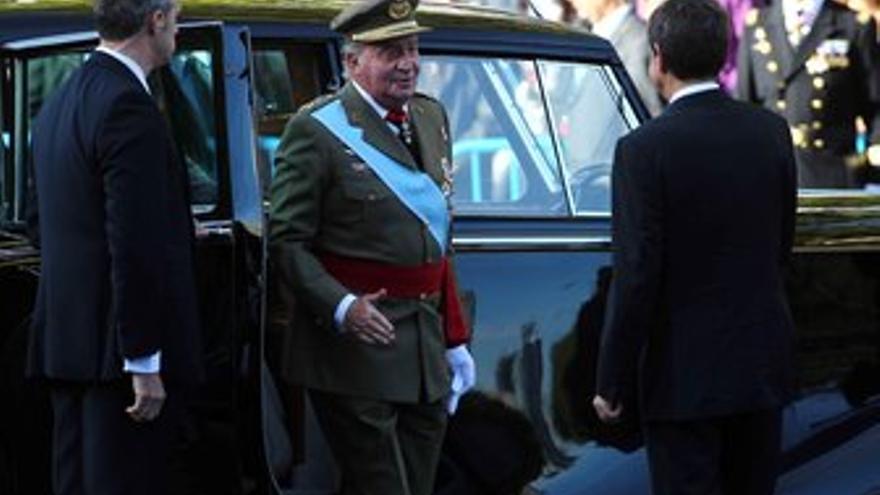 El presidente del Gobierno, José Luis Rodríguez Zapatero, recibe al Rey don Juan