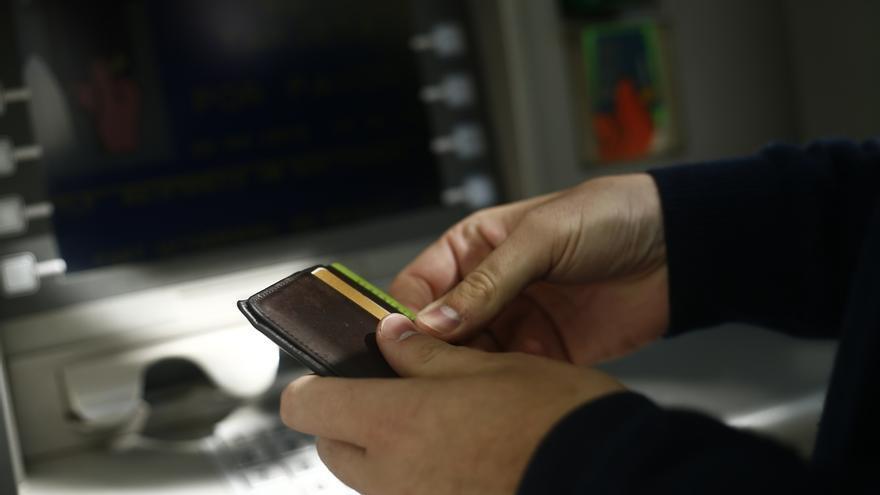 La banca tendrá 10 días para avisar al Banco de España si rompe acuerdos sobre comisiones en cajeros