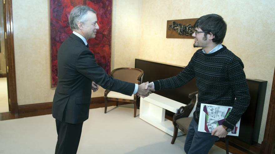 El lehendakari, Iñigo Urkullu, con el portavoz de Elkarrekin Podemos, Lander Martínez
