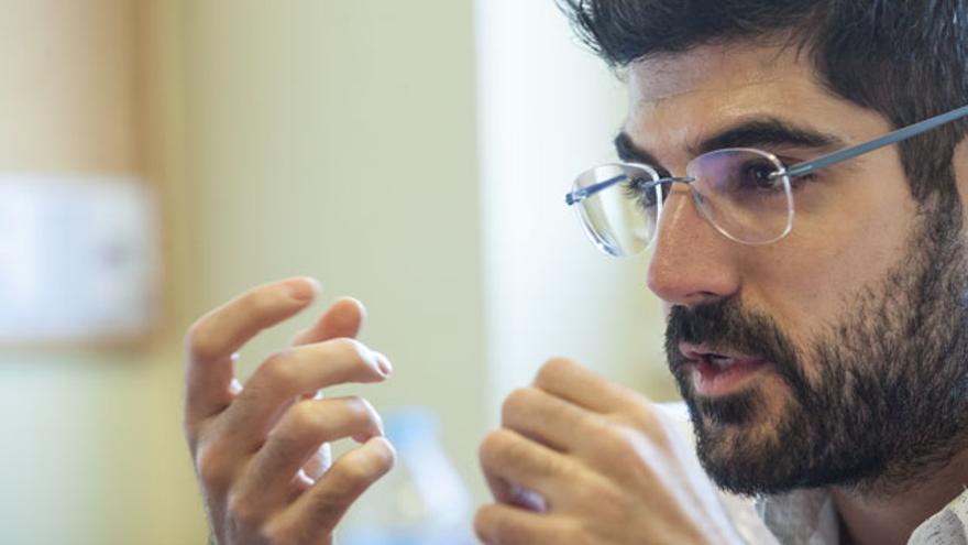 César Velasco es subdirector del Clínico.