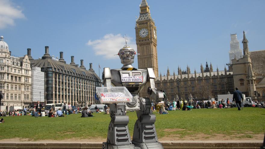 Maqueta de un robot utilizada en una acción por la campaña Stop Killer Robots / FLICKR STOP KILLER ROBOTS