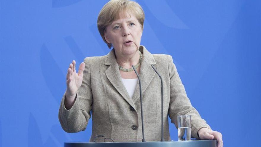 """Merkel expresa al Reino Unido su apoyo """"firme y decidido"""" ante el terrorismo"""