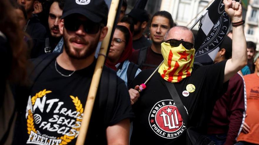 Unas 250 personas marchan en Barcelona contra el Día de la Fiesta Nacional