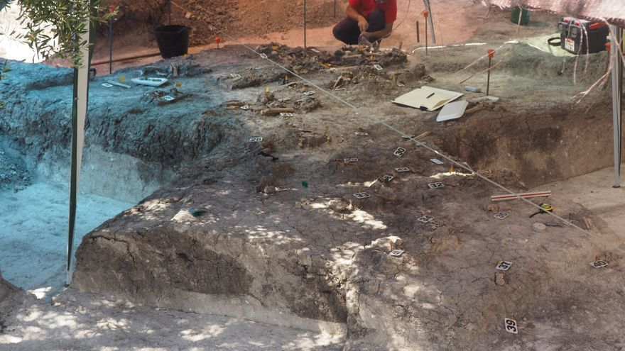 Trabajos en la fosa de Castro del Río (Córdoba) donde se han hallado los restos de seis fusilados en 1936. (Foto. Ayto. Castro del Río)