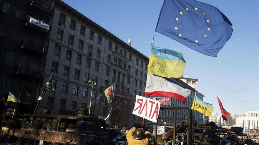 El presidente ucraniano promulga la amnistía y revoca las leyes represivas