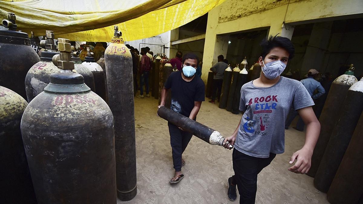 Tanques de oxígeno en India