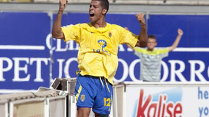 Aythami celebra el primer gol de la temporada de la Unión Deportiva Las Palmas. (QUIQUE CURBELO / VS3-ACN PRESS)