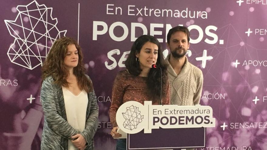 Irene de Miguel, acompañada de Jara Romero y Álvaro Jaén