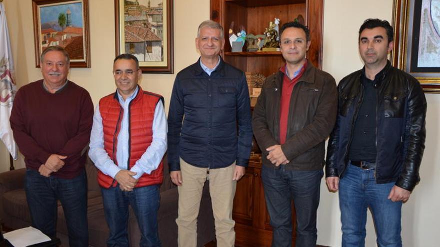 Los portavoces de los grupos políticos del Ayuntamiento de La Orotava y el alcalde tras la reunión
