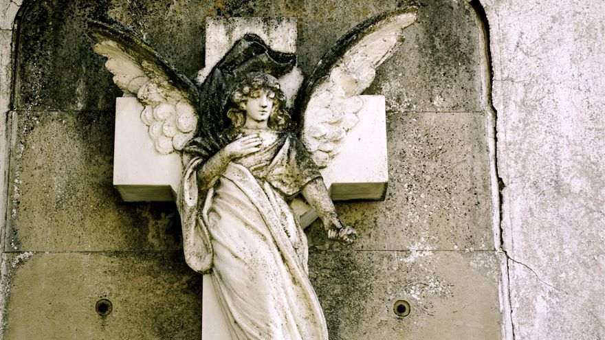 Cementerio de Oropesa (Toledo), tumbas y nichos abandonados en abril de 2010. Foto: Gaelx / CC-BY-SA