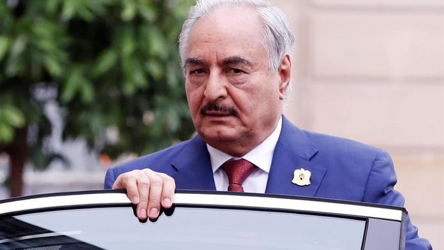 """Hafter establece una """"zona de exclusión aérea"""" en el sur de Libia"""