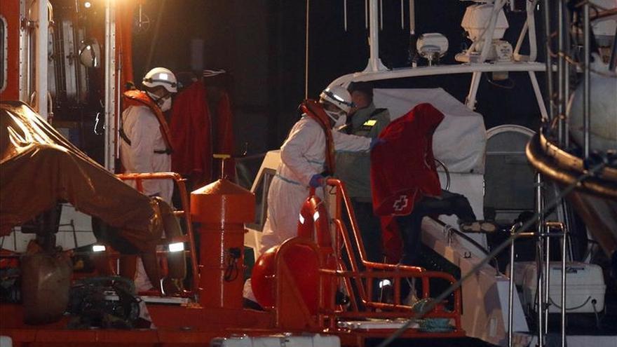 Rescatan patera con 25 inmigrantes en costa de Granada buscada desde ayer