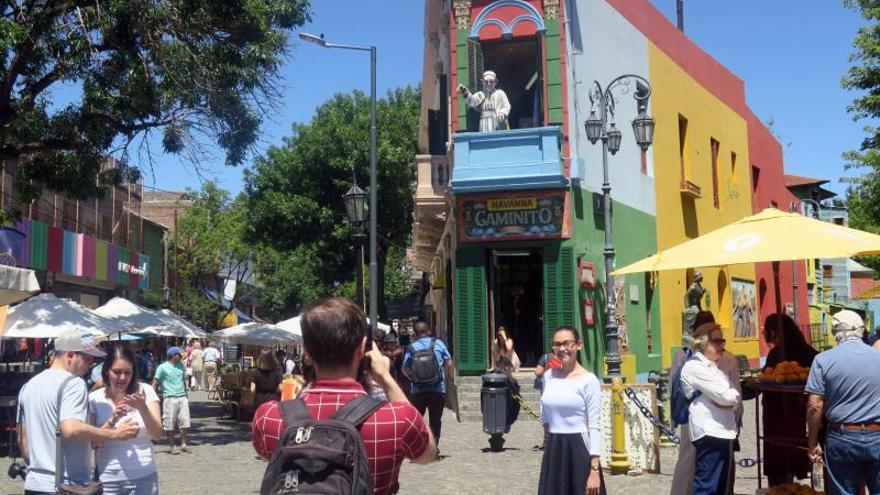 El turismo internacional crece en Argentina, pero sus habitantes viajan menos