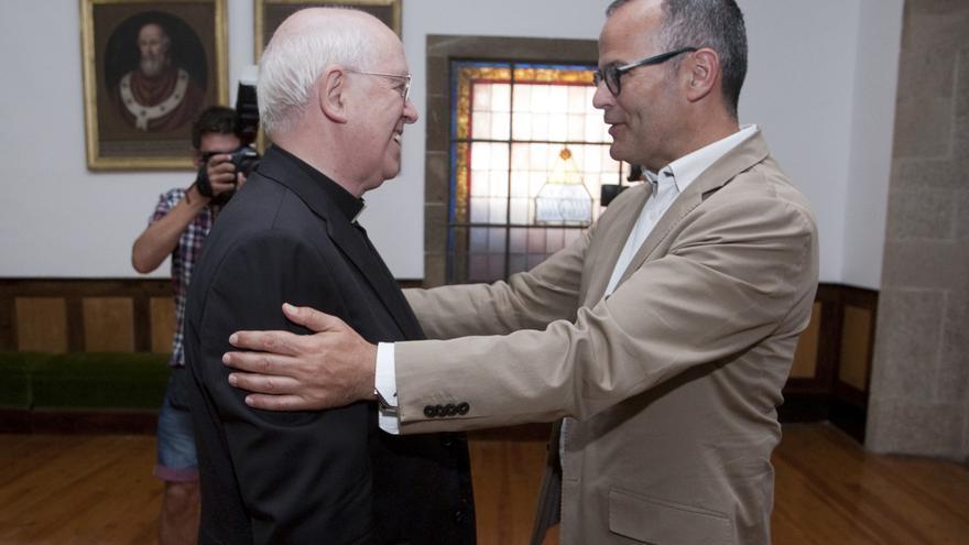 El conselleiro de Educación, Jesús Vázquez, este martes en un acto con el arzobispo de Santiago