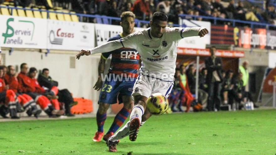 Momento del partido que enfrentó al Llagostera contra el CD Tenerife. Foto: LFP.