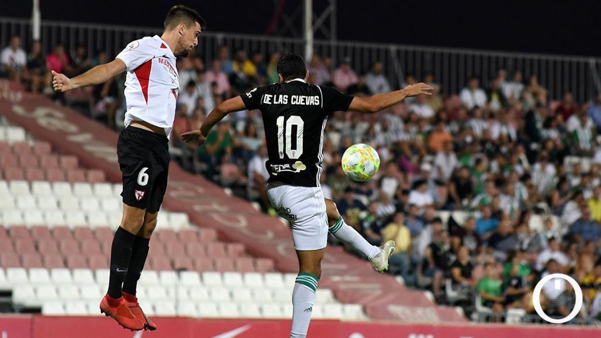 De las Cuevas, en una acción ante el Sevilla Atlético el pasado curso