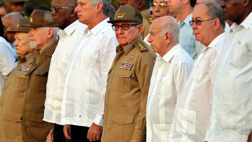 Raúl Castro urge a resolver los problemas económicos y a captar la inversión foránea