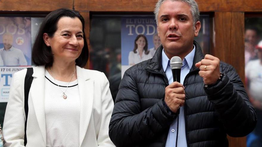 La campaña a la Presidencia de Colombia avanza sin emociones en busca de indecisos