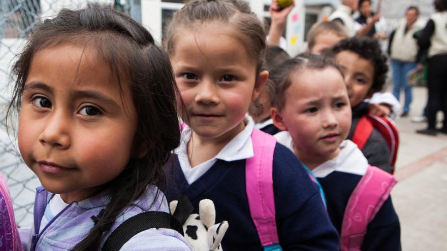 Colombia. Las escuela García Márquez de Altos de Cazucá, a las afueras de Bogotá, fue construida junto a la organización Pies Descalzos y otras entidades locales. Hoy atiende a 1.300 niños, niñas y jóvenes y más de 800 familias del barrio se benefician de las actividades que se organizan. (Salva Campillo/AEA)