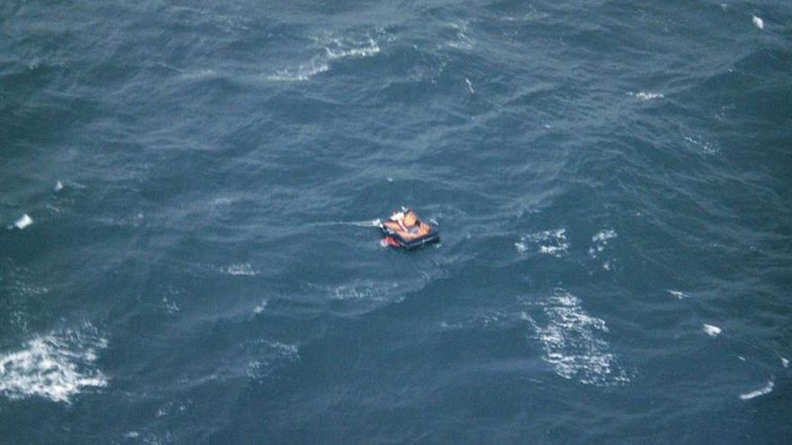 Rescatan a 4 personas tras pasar casi un mes a la deriva en el Pacífico