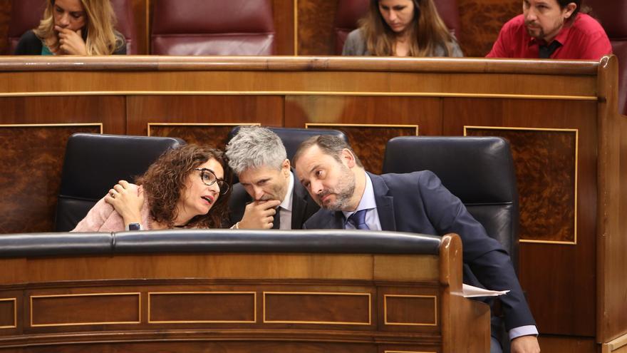 """Montero reprocha al PP que vaya """"ridiculizando"""" a los andaluces y faltándoles el respeto con """"insultos"""""""