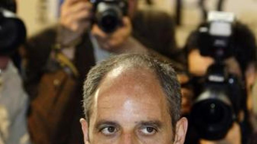 Francisco Camps recibe el apoyo del PP en el Foro ABC